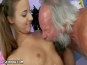 Hombre viejo se come a joven chica