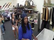 Follando en el almacen de ropa