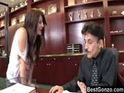 Follando con mi secretaria chilena en la oficina