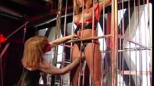 Chilena encerrada en una jaula con ganas de culiar