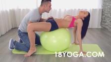 Follando haciendo yoga