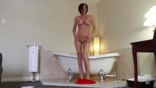 SEXY mujer madura en el baño