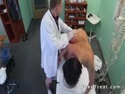 MEDICO se folla a su paciente