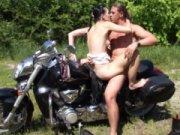 Follando encima de mi moto con una CHILENA